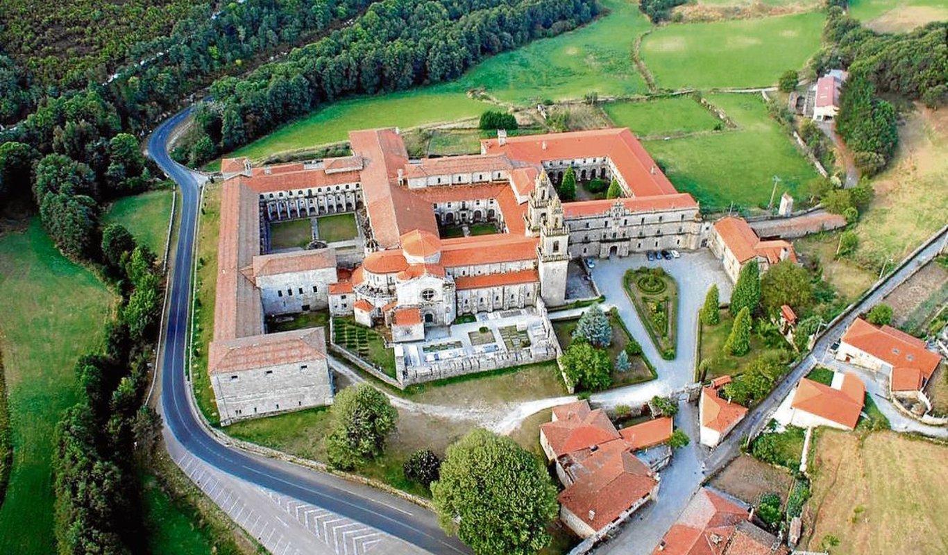 El Real monasterio de Oseira y su pueblo.