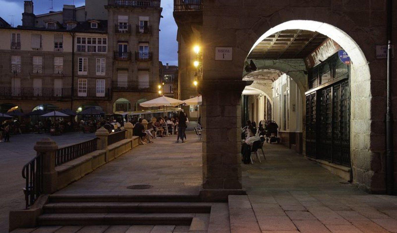 Ambiente en las terrazas de la Praza Maior ayer por la tarde (MIGUEL ÁNGEL).