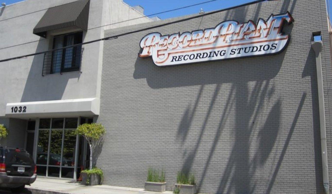 Fachada del legendario estudio de grabación situado en Hollywood, el Record Plant Studios.