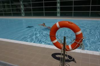 Las piscinas gratuitas de oira abrieron sus puertas for Piscinas en ourense