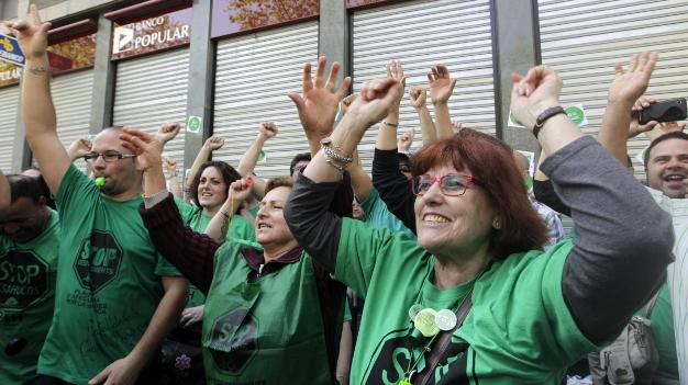 La pah bloquea doce sucursales del banco popular en for Oficinas banco popular barcelona