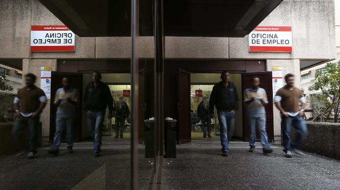Empleo asegura a trabajadores del inem contra las for Oficina empleo ourense