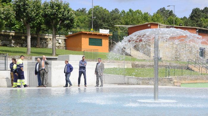 Visita del alcalde a las piscinas de oira ourense for Piscinas en ourense