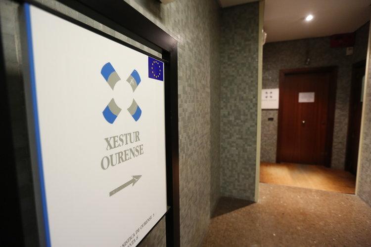 Vendidas por euros las antiguas oficinas de xestur for Oficinas abanca ourense