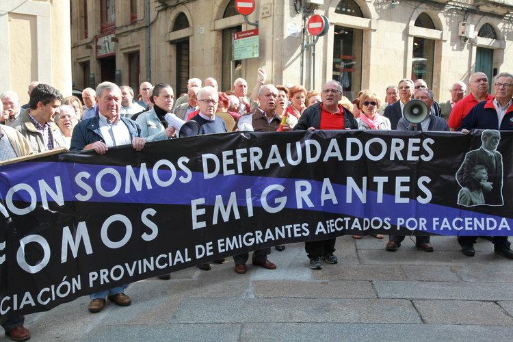 Grupo de retornados durante la manifestación del pasado 4 de mayo en Ourense (JOSÉ PAZ)