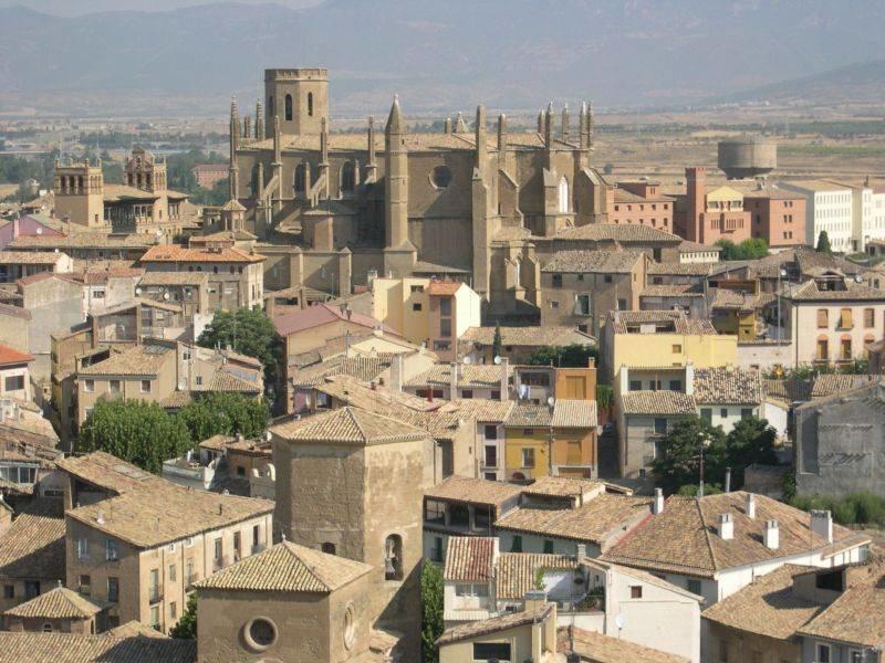 Huesca naturaleza y patrimonio la revista la regi n for Oficina de turismo huesca