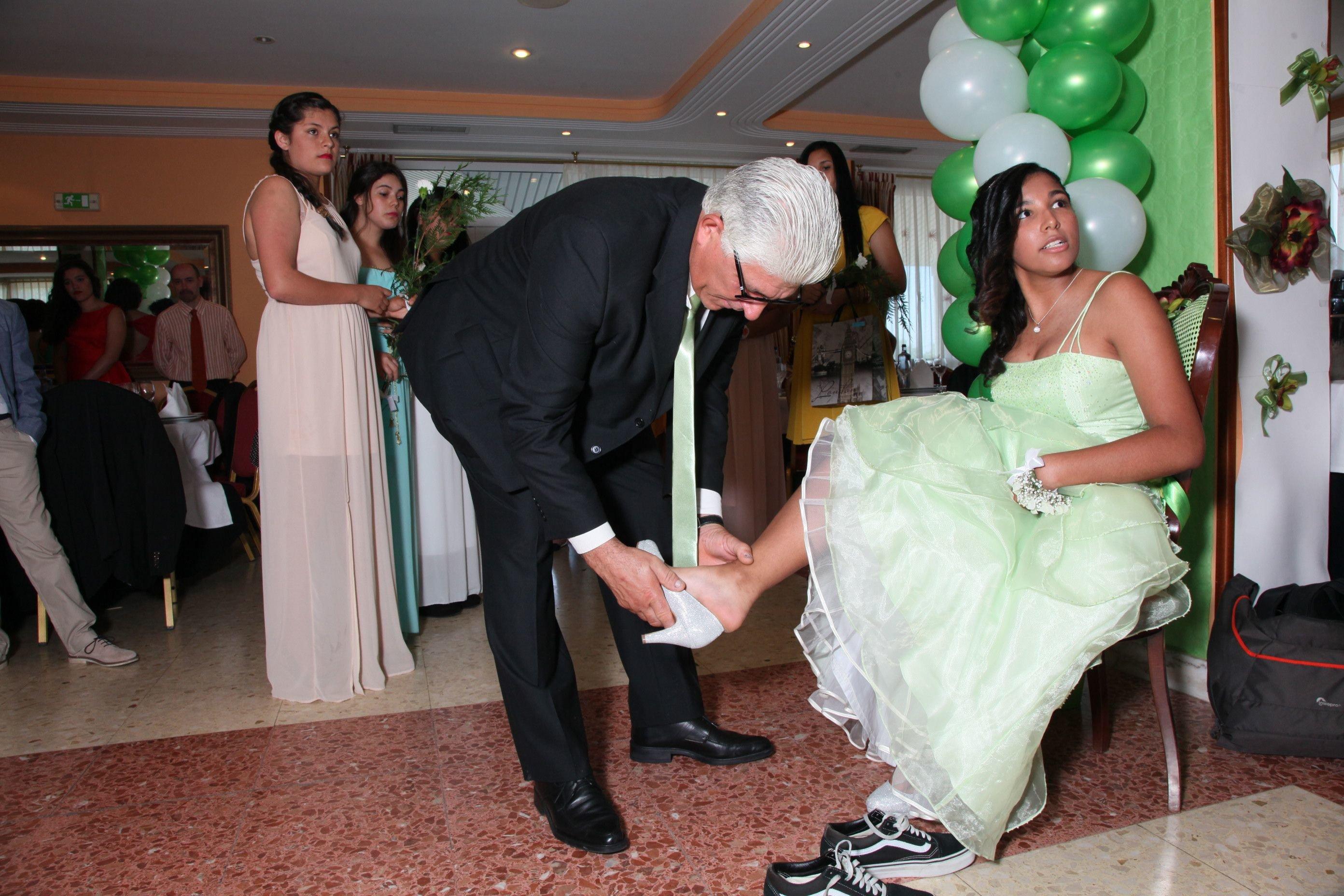 La gran fiesta para mujeres de 15 a os ourense la for Como vestir sillas para 15 anos