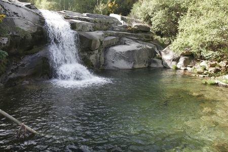 Ourense sustituye el mar por para sos naturales verano for Piscinas naturales ourense