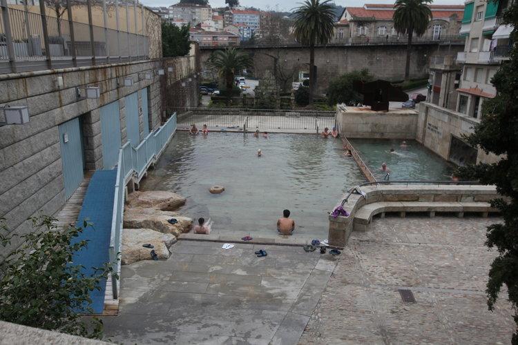 El cierre de las pozas del r o colaps la piscina termal for Piscinas en ourense