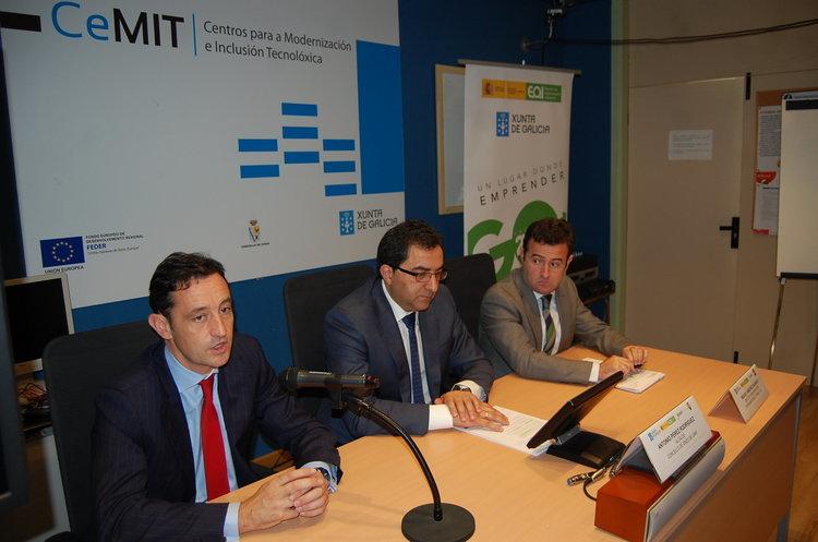 Javier Aguilera, Antonio Pérez y Miguel Sánchez durante la presentación del proyecto en Xinzo.
