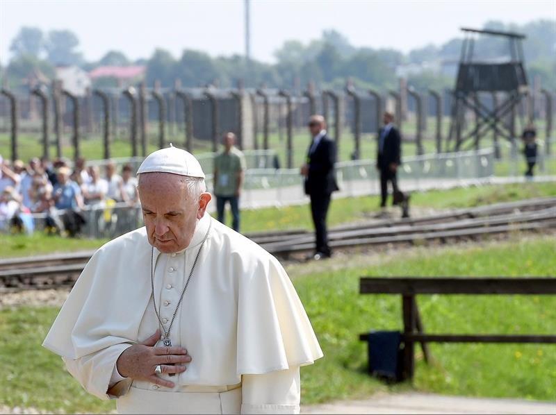 El Papa en Auschwitz.