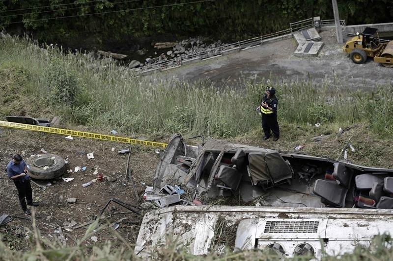 Resultado de imagen para 11 muertos en autobus en costa rica