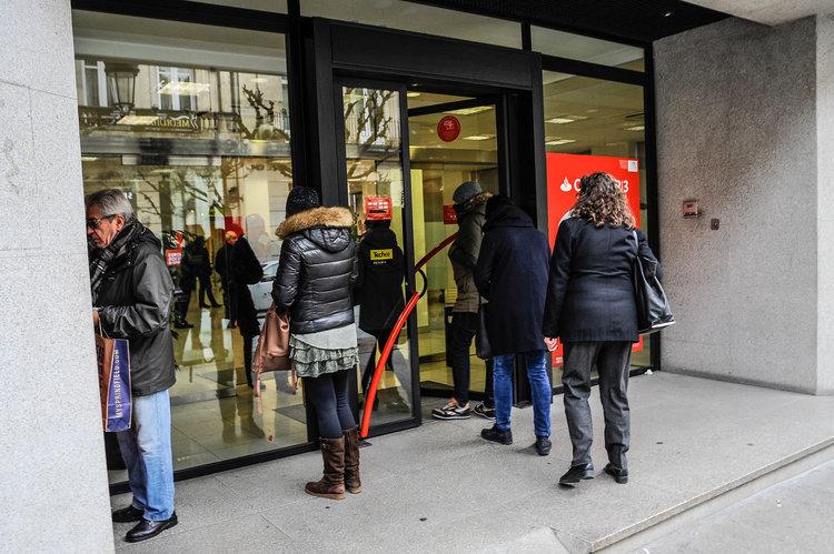 Se acumulan las reclamaciones a los bancos por cl usulas for Oficinas bancarias abiertas por la tarde