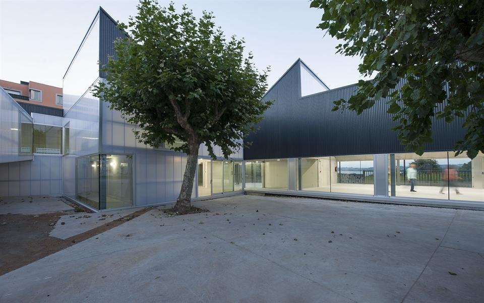 Equipamentos. Reforma centro docente-asistencial Down. A Coruña