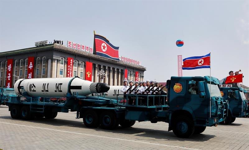 Resultado de imagen para desfile sol corea del norte armas nuclear