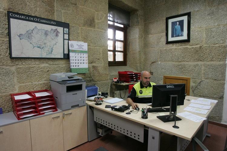 Una sentencia hace indefinido a un auxiliar de la polic a for Oficina de policia