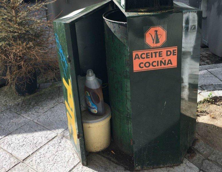 El peligro del aceite usado en las aceras de los - Aceite usado de cocina ...