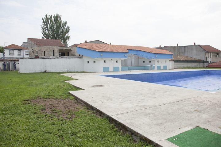 Celanova prepara las piscinas para abrir el 16 de junio for Piscinas municipales zaragoza 2017