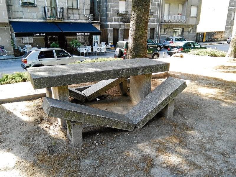 Da an mobiliario urbano de un parque de xinzo a limia for Mobiliario urbano tipos