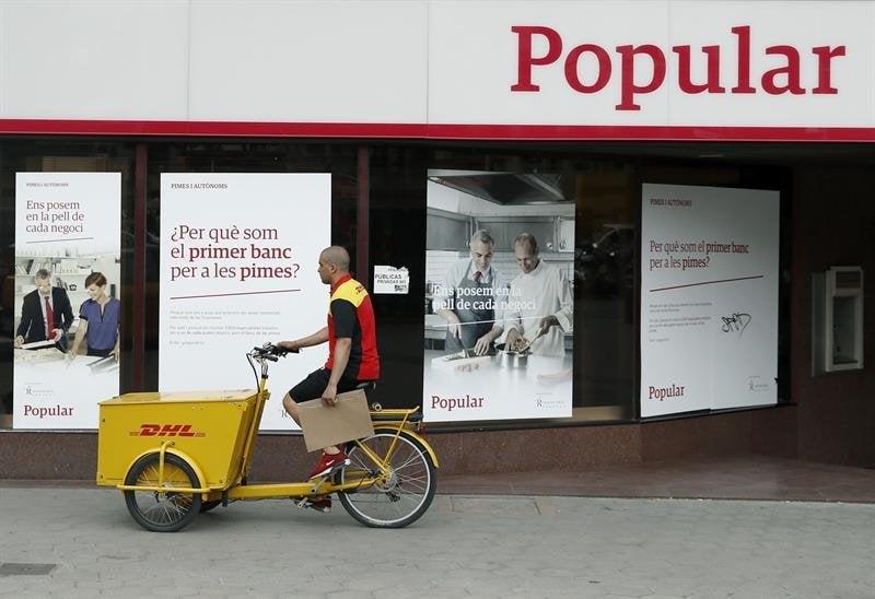 Las sucursales de popular operan con normalidad tras el for Oficinas banco santander en barcelona
