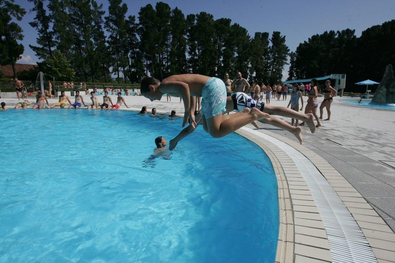 A xunta informa da apertura das piscinas de monterrei for Piscinas en ourense