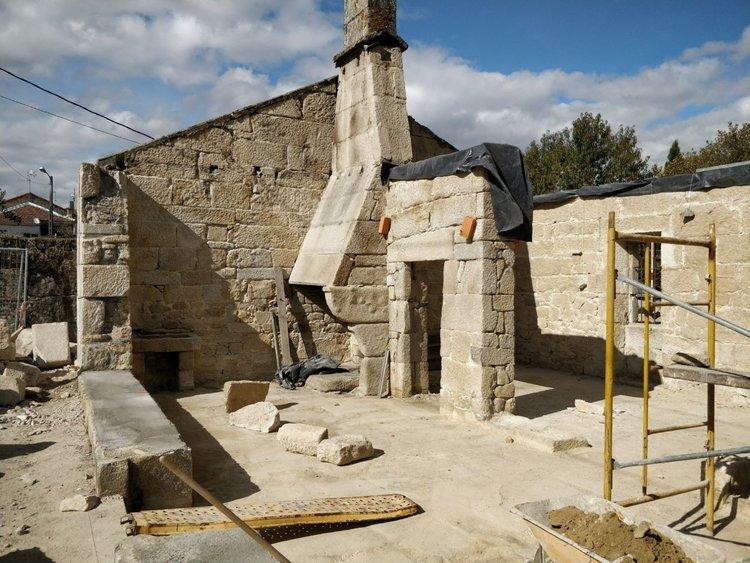 Oficina de turismo y velatorio comparten edificio en for Oficina turismo ourense