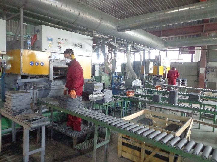 Trabajadores de una explotación de pizarra, en Carballeda de Valdeorras.
