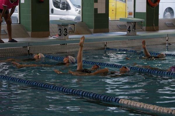 Jornada de nataci n sincronizada en la piscina rosario for Piscina uvigo