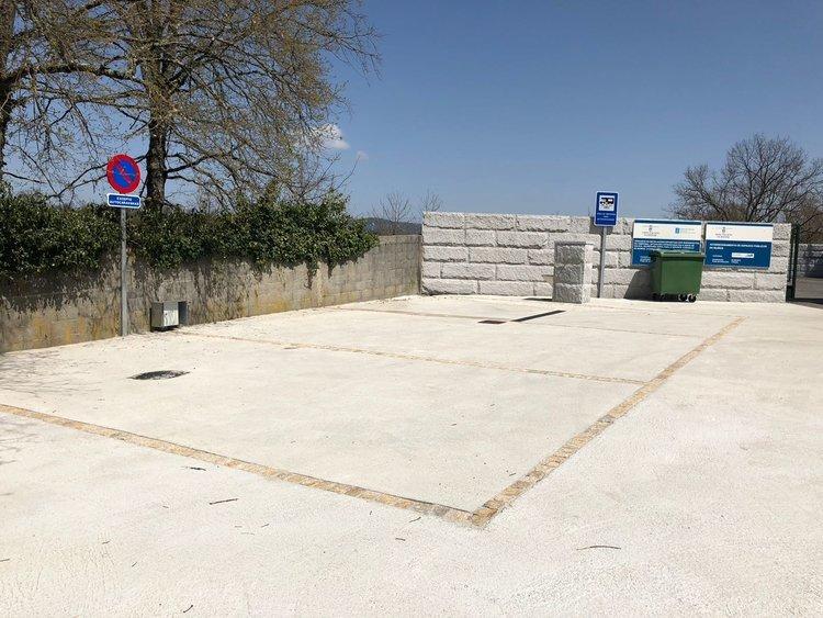 El nuevo espacio acondicionado junto al campo de fútbol, en Mugueimes.