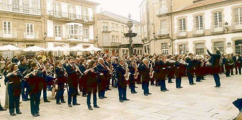 La Banda Municipal de Celanova pone la música al Puente Nuevo