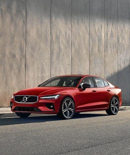 Volvo inaugura planta en EEUU y presenta  el nuevo sedán S60