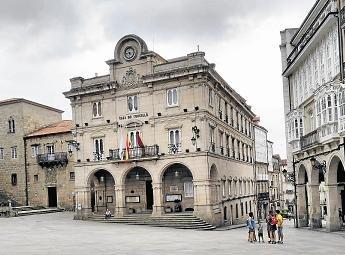 El Concello de Ourense funciona  con el reloj cambiado