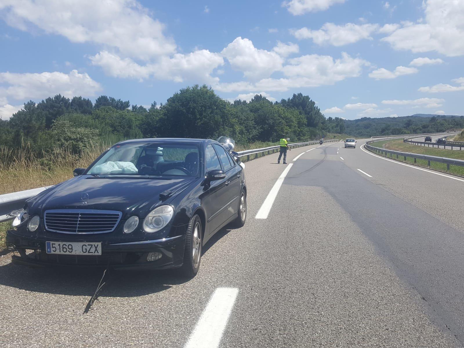 Dos heridos leves tras salirse de la vía el vehículo en el que viajaban
