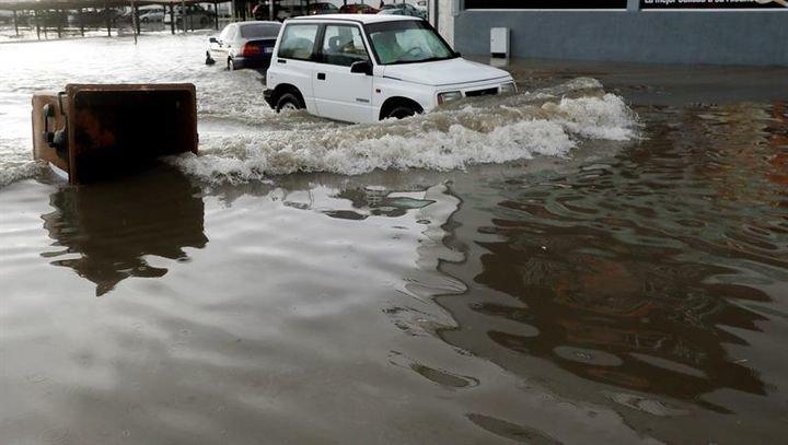 Declarado el nivel rojo en el litoral sur de Valencia por las intensas precipitaciones