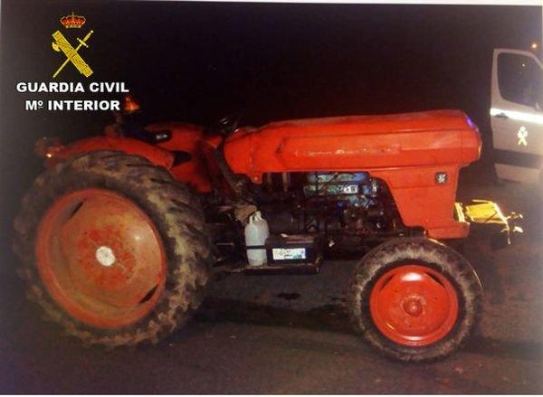 Interceptado en O Porriño por conducir un tractor sin puntos en el carné y bajo el efecto de las drogas
