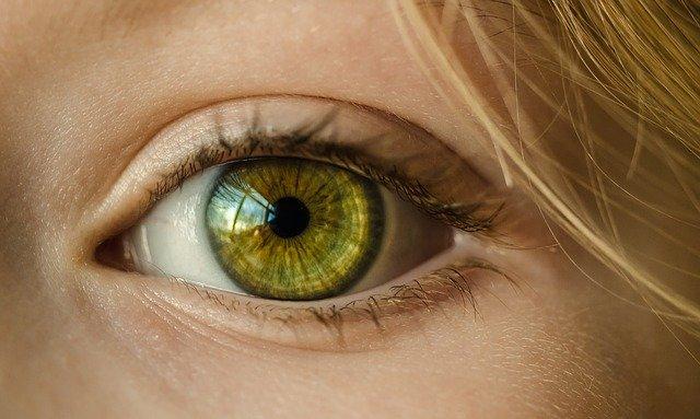 11da9df8e3 Por eso, ¿te has parado a pensar en las ventajas que tienen las lentes de  contacto sobre el uso de gafas? ¿Sabes que estas ventajas aumentan si las  ...