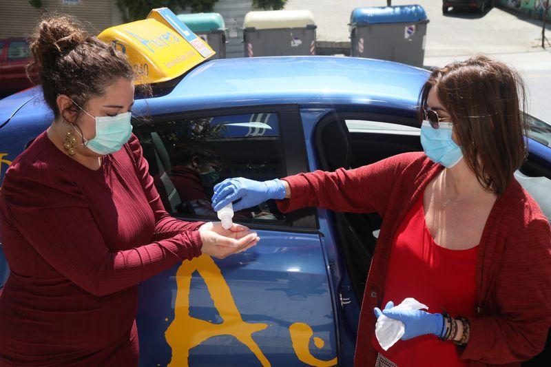 OURENSE 25/05/2020.- Historias del coronavirus. Aurea Formación, limpieza de coches de autoescuela. José Paz